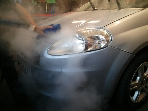 Ile wody potrzeba do umycia auta?