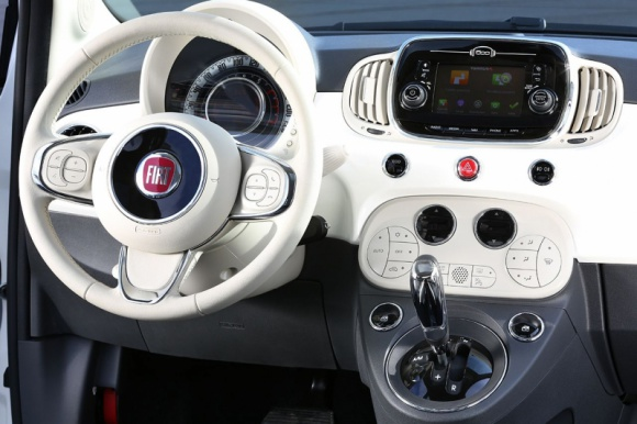 Nowy Fiat 500 z usługami TomTom Live i nawigacją connected