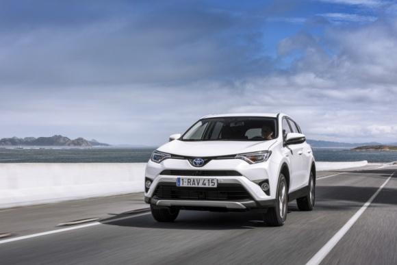 Hybrydowa ofensywa Toyoty – nowości w 2016 roku