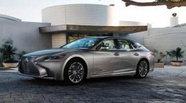 Elektryzujące plany Lexusa BIZNES, Motoryzacja - Podczas wystawy motoryzacyjnej w Detroit szef Lexus USA Jeff Bracken uchylił rąbka tajemnicy na temat nowości, nad którymi pracuje firma. W najbliższym czasie możemy się spodziewać nowych crossoverów, kolejnych wyczynowych aut z serii F, a także eksploracji nowych segmentów.