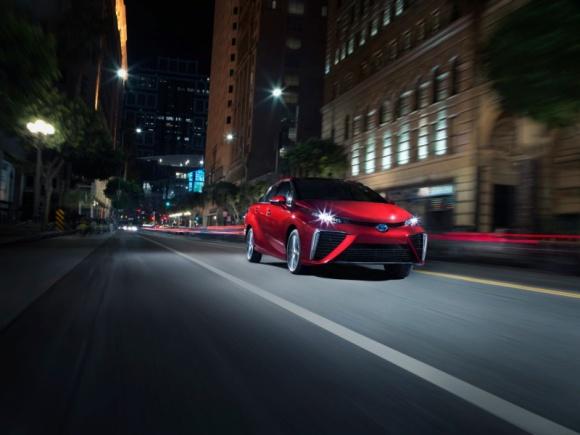 Toyota sprzedała w Kalifornii 3000 wodorowych Mirai