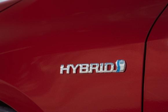 Hybrydy dominują na rynku aut na prąd. Corolla Hybrid liderem