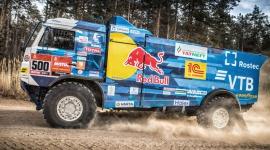 KAMAZ-master i Goodyear gotowi zwyciężyć w Rajdzie Dakar BIZNES, Motoryzacja - Goodyear przedłużył współpracę z zespołem KAMAZ-master jako oficjalny dostawca opon. Obaj partnerzy z niecierpliwością oczekują dalszej udanej współpracy i kolejnego miejsca na podium w Rajdzie Dakar.