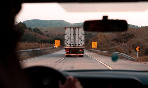 Zatrudnię kierowcę bez doświadczenia. Telematyka transportu wesprze początkujących truckerów